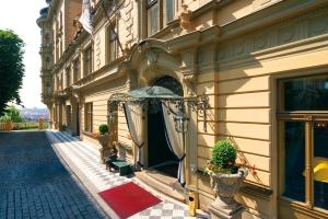 Hotel_Le_Palais_Exterior_25_cm
